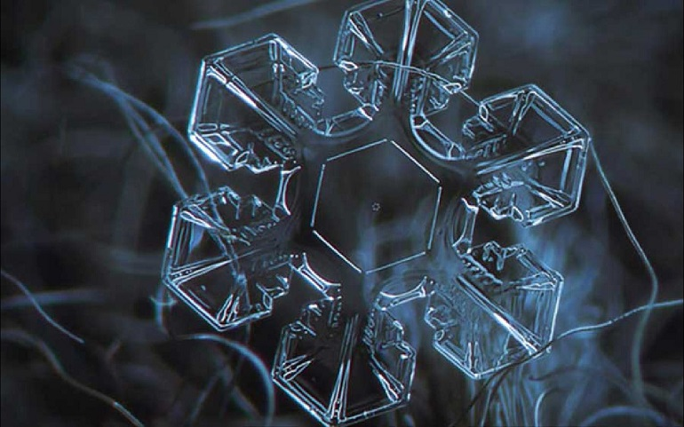 hexagonal water crystal 1400x875